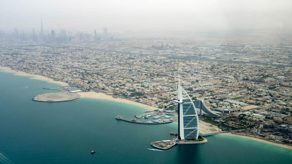coastline-of-dubai-burj-la-arab-jumeirah-united-arab-emirates-uae_Photo by Christoph Schulz