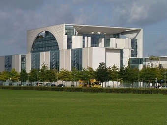 640px-Berlin.Bundestag_013_By JoJan - Own work, CC BY 3.0,