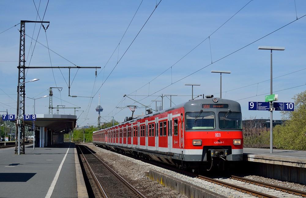 Ein_ET_420_als_S12_im_Bahnhof_Köln_Messe_Deutz_Von Johannes Martin Conrad - Eigenes Werk, CC BY 3.0.